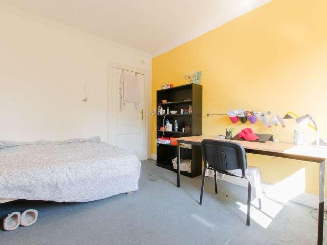 Cozy room in 4-bedroom apartment in Schaerbeek, Brussels