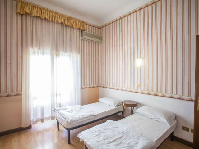 Camera in affitto in appartamento con 5 camere da letto a Termini, Roma