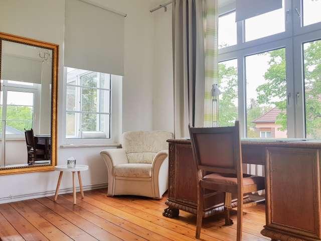 Helles Zimmer zur Miete in Wohnung mit 6 Schlafzimmern, Treptow