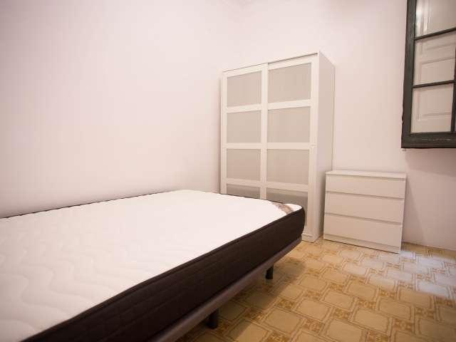 Cosy room in 4-bedroom apartment in Esquerra Eixample