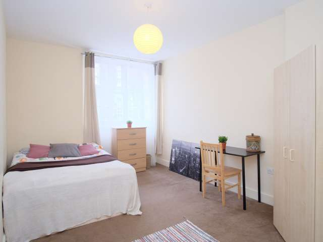 Sunny room to rent in Kings Cross, London