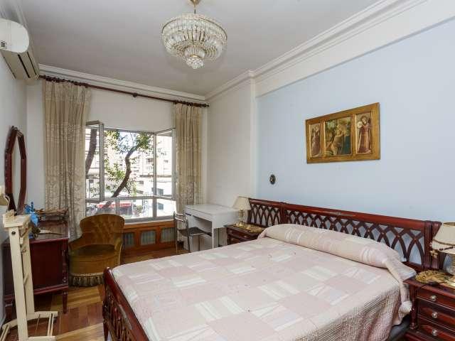 Chambre lumineuse dans un appartement de 4 chambres à coucher à Tetuán, Madrid