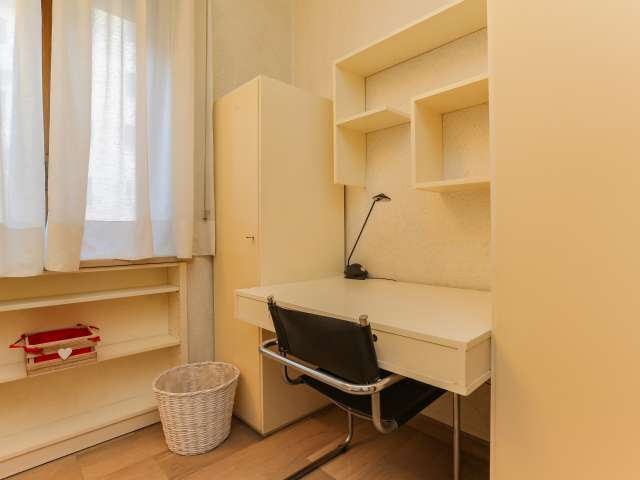 Cosy room for rent, 6-bedroom apartment, Navigli