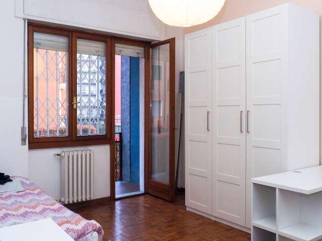 Sonniges Zimmer in einem 2-Zimmer-Apartment in Lodi, Mailand