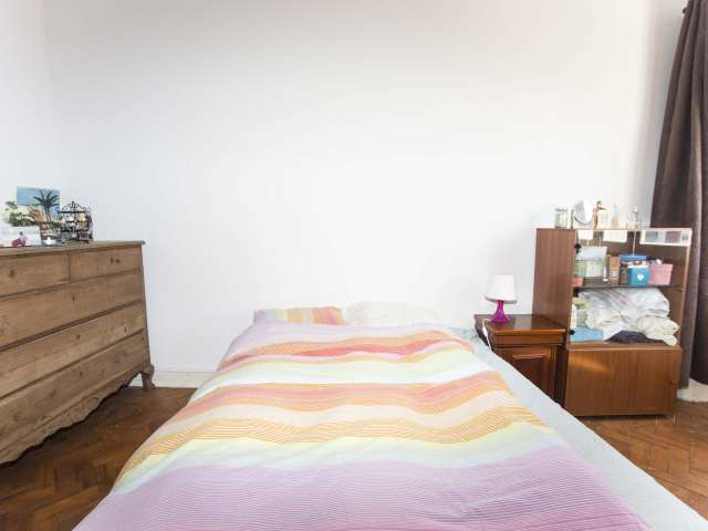 Charming room for rent in 3-bedroom apartment in Alvalade