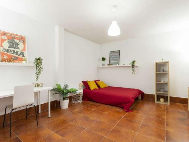 Room for rent in 12-bedroom apartment in Valdezarza, Madrid