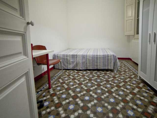 Room in 6-bedroom apartment in L'Esquerra de l'Eixample
