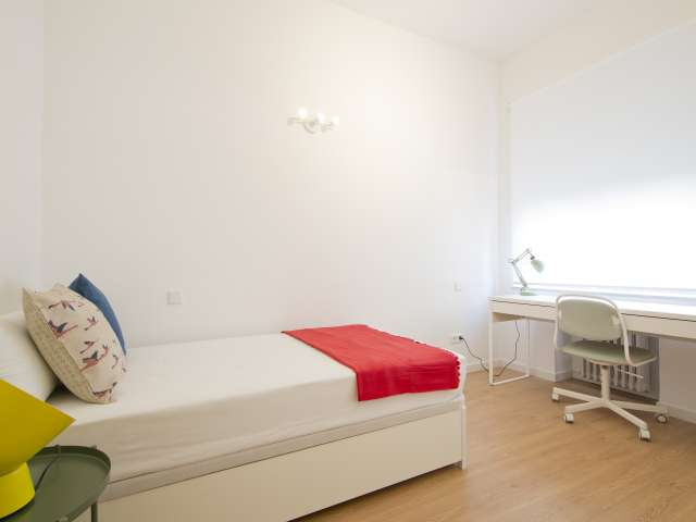 Riesiges Zimmer in 10-Zimmer-Wohnung in Moncloa, Madrid