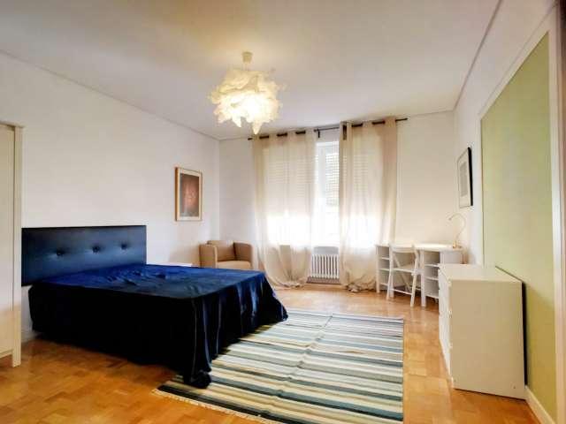Stylish room in 8-bedroom apartment in Nueva España, Madrid