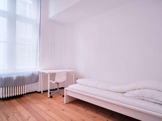 Zimmer zu vermieten in 3-Zimmer-Wohnung in Mitte, Berlin