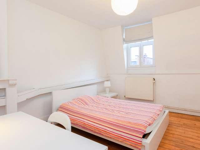 Light room in apartment in Schaerbeek, Brussels