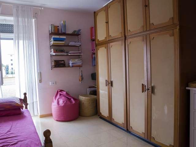 Bonita habitación en alquiler en un apartamento de 2 dormitorios en Ostiense