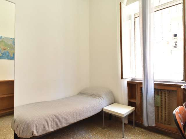 Tidy room for rent in 4-bedroom apartment in Triofale, Rome
