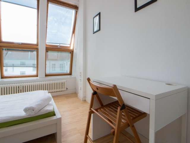Riesiges Zimmer in einer Wohnung in Charlottenburg-Wilmersdorf, Berlin
