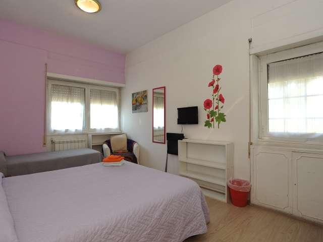 Chambre spacieuse dans un appartement de 2 chambres à EUR, Rome