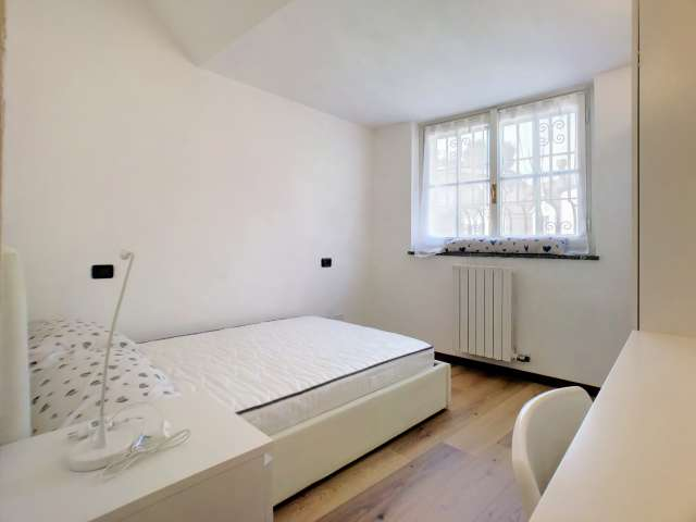 Sunny room for rent in 8-bedroom apartment in Centro