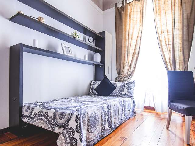 Room for rent in fab apartment with 2 bedrooms, Centrale