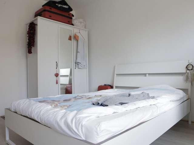 Ampia camera in appartamento con 6 camere da letto a Kraainem, Bruxelles