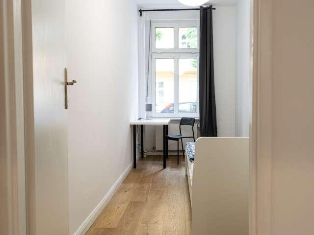 Renoviertes Zimmer in Wohnung mit 5 Schlafzimmer Treptow-Köpenick