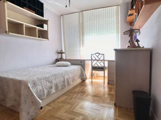 Cozy room in 3-bedroom apartment in  Fuencarral - El Pardo