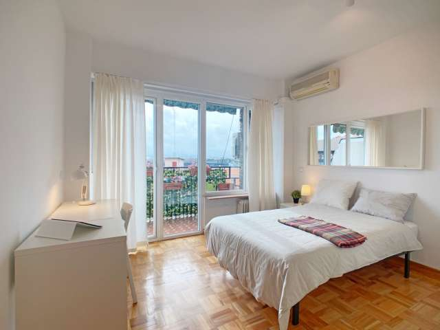 Single room for rent, 4-bedroom apartment, Imperial, Madrid