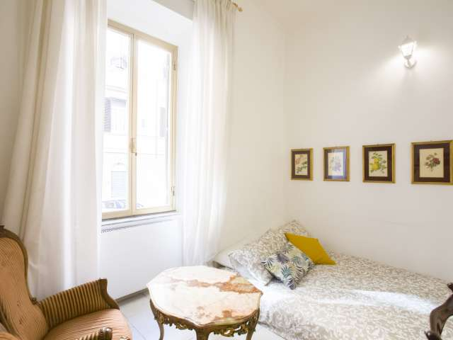 Room for rent in 3-bedroom apartment in Monti, Rome