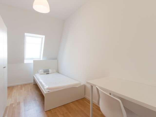 Gemütliches Zimmer in 5-Zimmer-Wohnung in Mitte, Berlin