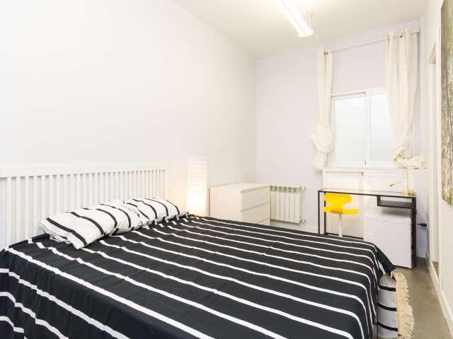 Acogedora habitación en apartamento de 6 dormitorios en Salamanca, Madrid
