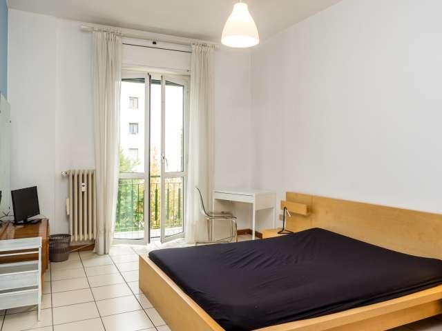 Camera moderna in appartamento con 2 camere da letto a Portello, Milano