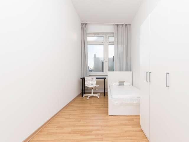 Sonniges Zimmer zu vermieten, 4-Zimmer-Wohnung, Charlottenburg