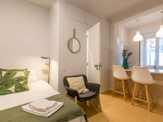Sunny studio apartment for rent in Estrela, Lisbon