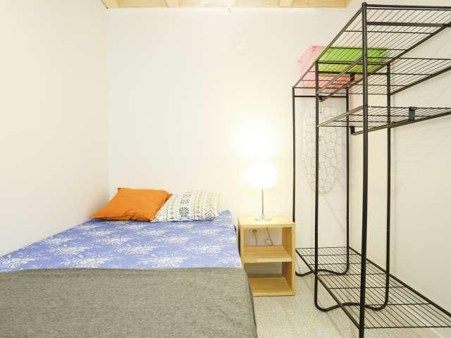 Möbliertes Zimmer in 4-Zimmer-Wohnung, Tetuán, Madrid
