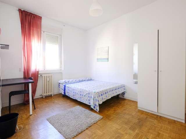 Chambre spacieuse dans un appartement de 4 chambres à La Latina, Madrid