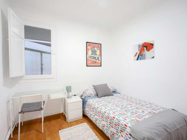 Habitación en apartamento de 5 dormitorios en Ciutat Vella, Valencia