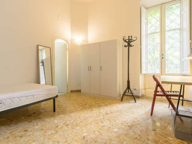 Cozy room in a 4-bedroom apartment in Parioli, Rome