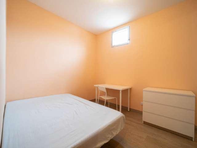 Se alquila habitación doble, apartamento de 4 dormitorios, Malasaña, Madrid