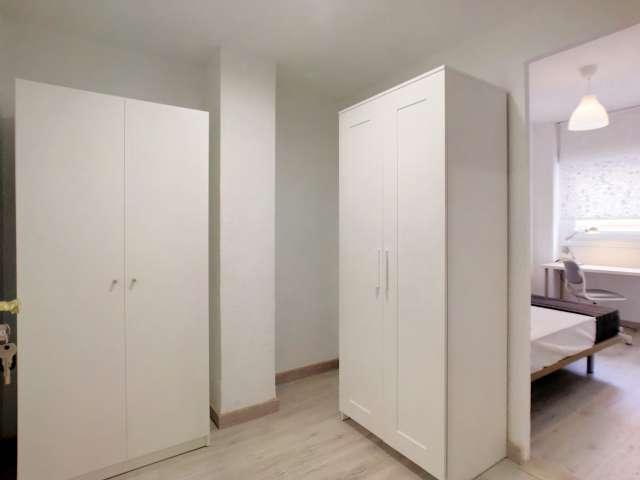 Lovely room for rent in 5-bedroom flat in Puente de Vallecas