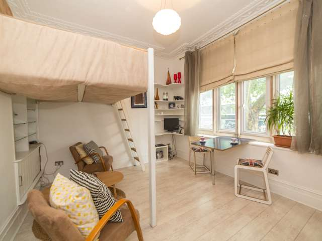 Studio flat to rent in Covent Garden, London