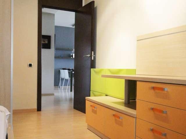 Furnished room in 2-bedroom house in Sant Martí, Barcelona