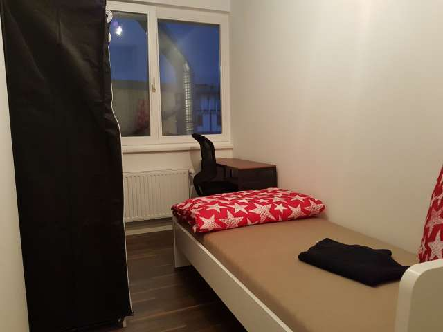 Sweet Zimmer zu vermieten in 9-Zimmer-Wohnung, Mitte, Berlin