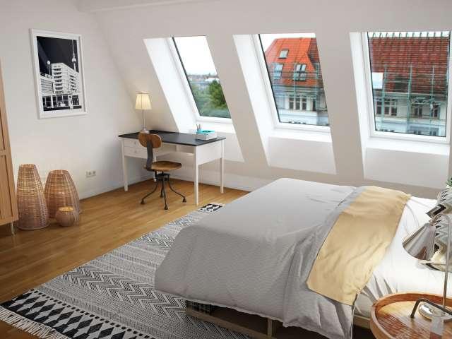 Zimmer zu vermieten in Wohnung mit 4 Schlafzimmern, Charlottenburg