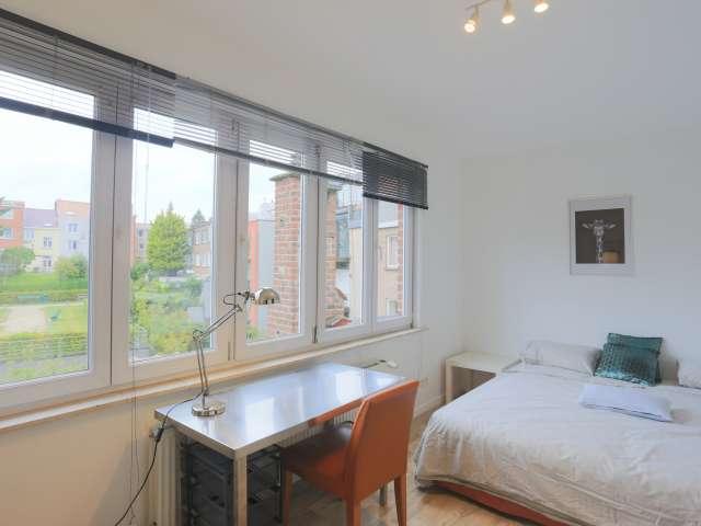 Room for rent in 11-bedroom house, Woluwe-Saint-Pierre