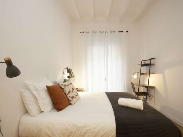 Room for rent in 3-bedroom apartment in Poble Sec, Barcelona