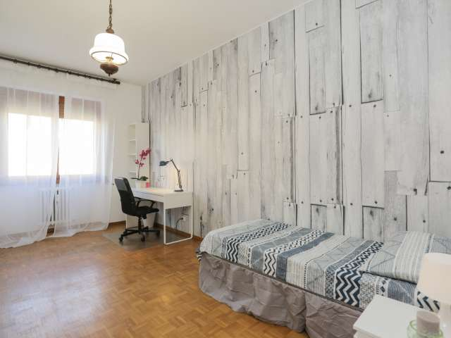 Spacious room in 4-bedroom apartment in Barona, Milan