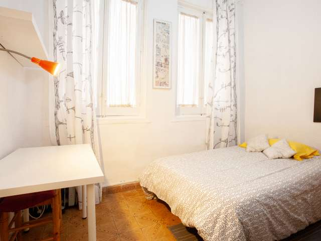 Cosy room for rent in 3-bedroom apartment, La Latina