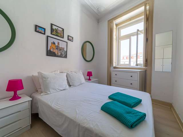 Quarto luminoso em apartamento de 3 quartos em Santo António, Lisboa