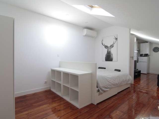 Modern studio apartment for rent in Santo António, Lisbon