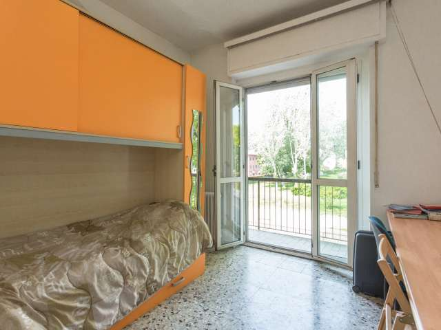 Spacious room in apartment in Gratosoglio, Milan