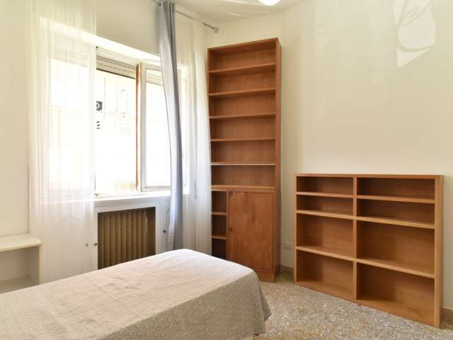 Bright room in 4-bedroom apartment in Triofale, Rome