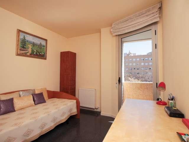 Cozy room in 3-bedroom apartment in Vila Olímpica, Barcelona